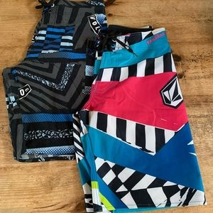 Volcom Board Shorts. Size 31
